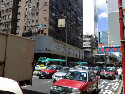 先達広場とシャムシュイポ